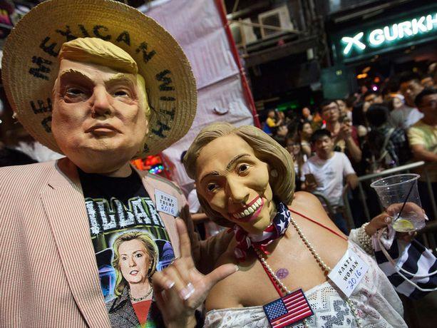 Donald Trump ja Hillary Clinton olivat suosittuja Halloween-hahmoja Hongkongissa.