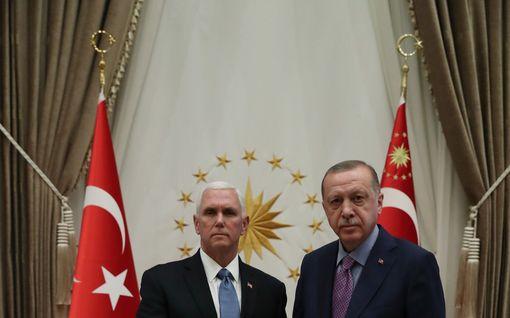 Yhdysvaltojen ja Turkin sopima tulitauko ei pitänyt - pommitukset jatkuivat Pohjois-Syyrian rajalla