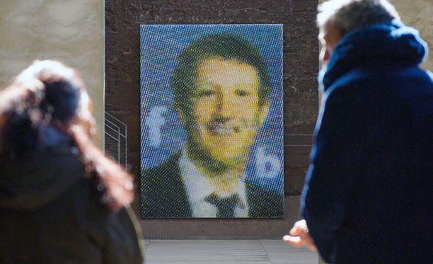 Facebookin perustajaa ja toimitusjohtajaa Mark Zuckerbergiä esittävää katutaidetta Saksassa.
