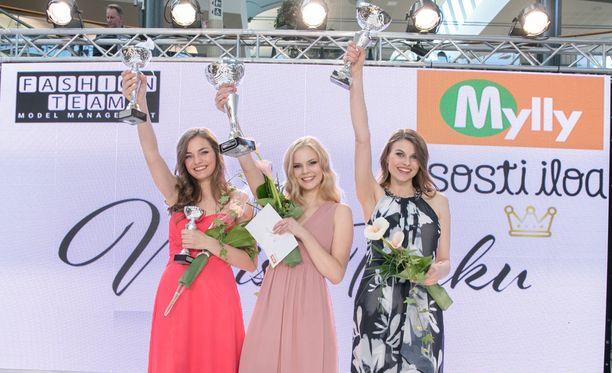 Voittajakolmikko vasemmalta oikealle: Emilia Mela, Anniina Parkkari, sekä Iida Vuorinen.