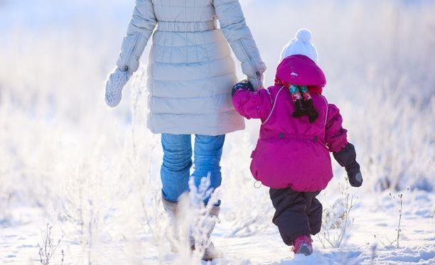 Useissa muissa Euroopan maissa hedelmöityshoitojen avulla lapsen saanut naispari ei joudu enää adoptioprosessiin.