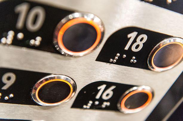 Missä on kerros 17? Sellaista ei ole laitettu hissinnappeihin tai aluksen kerrosnumerointiin, koska Italiassa 17 on epäonnen luku.