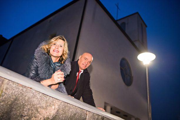 Reeta ja Jukka toivoivat tulevansa kuvatuiksi kotikirkossaan eli Käpylän kirkossa. He jakavat kristillisen elämänkatsomuksen.