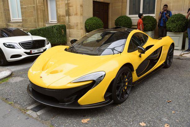 McLaren P1 on yli miljoonan euron superauto. Tämän Lontoossa vuonna 2016 kuvatun yksilön omistaa Qatarin hallitsijasukuun kuuluva sheikki.