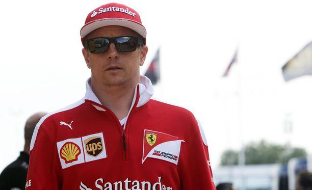 Kimi ei juuri lämmennyt vaikka Vettel jäikin taakse.