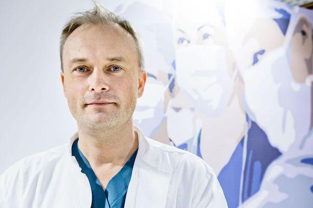 Patrik Lassus toimi kasvon kudosten siirtoleikkauksen vastuulääkärinä.