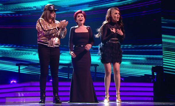 Sekä Honey G (vas) että Saara Aalto ovat Sharon Osbournen valmennettavia.