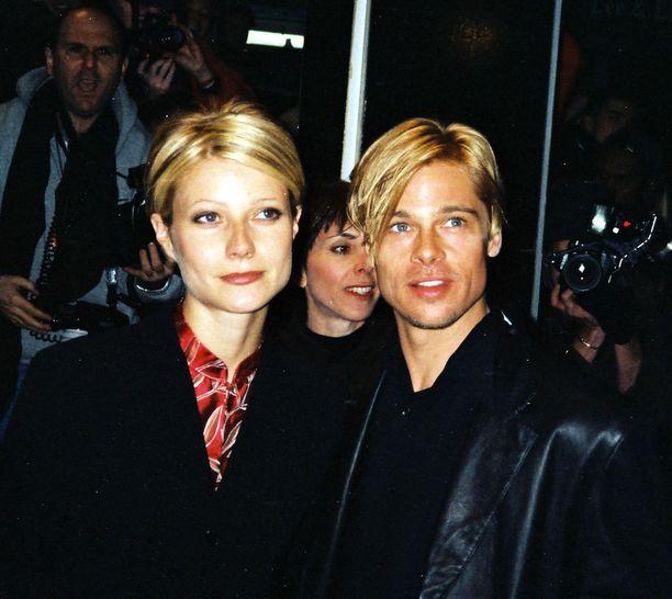 Myös ex-pariskunta Gwyneth Paltrow ja Brad Pitt ihastuivat aikanaan palkkiraitoihin. Tästäpä ideaa moderniin pariskuntatyyliin - onhan twinning eli kaksospukeutuminen trendikästä jo nyt.