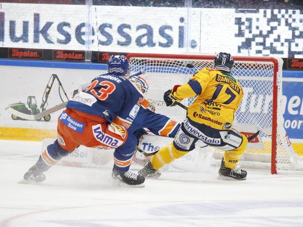 Justin Danforth vei Lukon johtoon 2-1. Tapparan Aleksi Elorinne ja maalivahti Christian Heljanko olivat voimattomia.