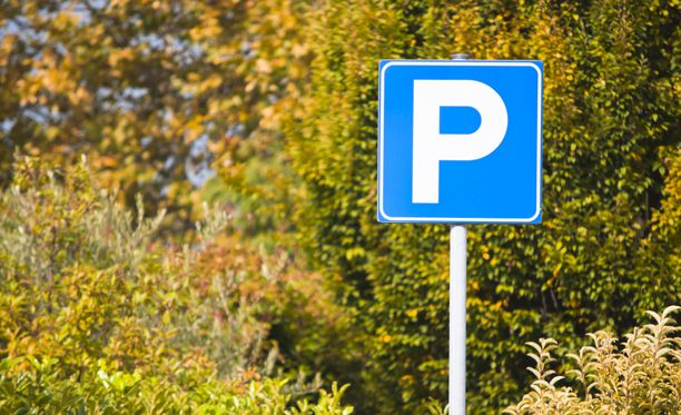 Google Maps auttaa myös parkkeeraamisessa.