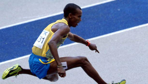 Mustafa Mohamed vauhdissa 3000 metrin aitajuoksun karsinnoissa.