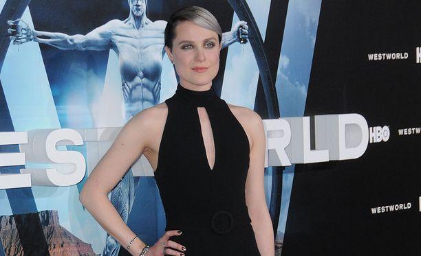 Evan Rachel Wood esittää sarjassa Doloresia.