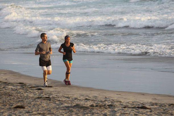 Cherylin kannustajana on puoliso Brian, joka juoksee aina maratonit Cherylin rinnalla.