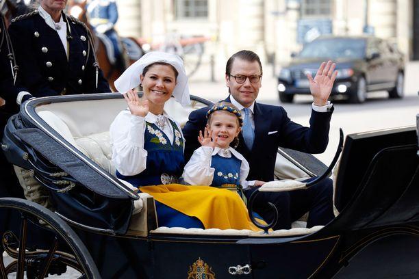 Victoria, Daniel ja Estelle olivat yhtä hymyä.
