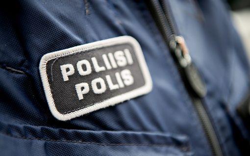 Poliisi etsii: Missä on turmapaikalla auttanut punatakkinen nainen? – Mönkijää kuljettanut nuorukainen kriittisessä tilassa