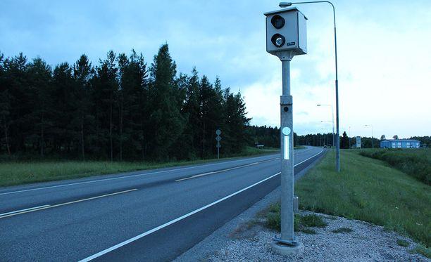 Huomenna peltipoliisit valvovat liikennettä peräti 120 kameran voimin. Aiempina vuosina valvontavuorokauden aikana on todettu noin 5 000 kameranvälähdystä.