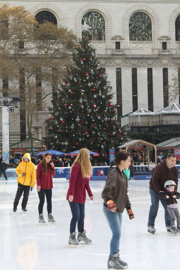 Bryant Parkissa luistellaan joulumusiikin tahtiin koko joulukuu.