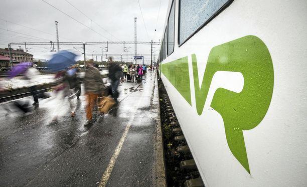 Lasi hajosi hieman ennen kuin juna saapui Tikkurilan asemalla. Kuvituskuva.