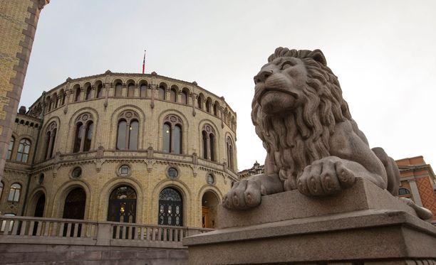 Kuvassa Norjan parlamenttirakennus.