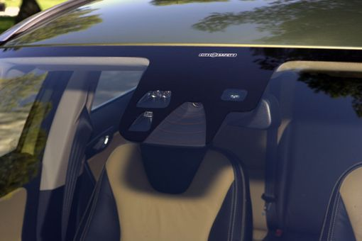 Nykyauton tuulilasi on usein laitealusta ja kun lasi vaihdetaan, laitteet pitää kalibroida.