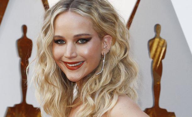 Jennifer Lawrence avautuu nyt seksin puutteesta.
