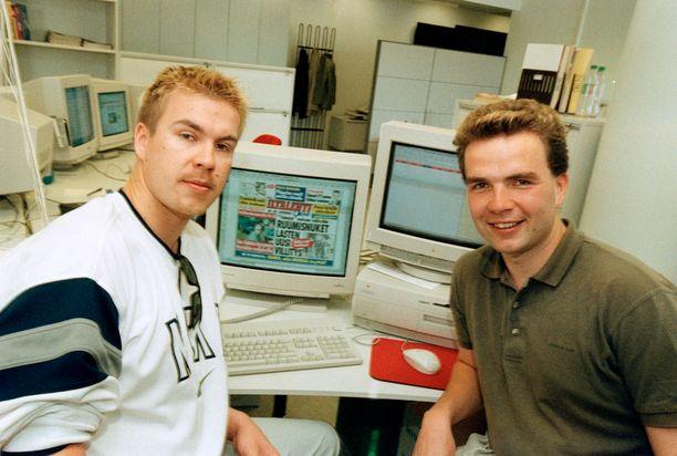 Jaakko ja Antti Rytsölä olivat myös Iltalehti Onlinen verkkovieraina elokuussa 2000. Kaksikko vastaili itse IL:n lukijoiden kysymyksiin.