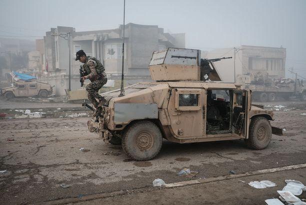 Irakin armeijan sotilas Mosulissa tammikuussa.