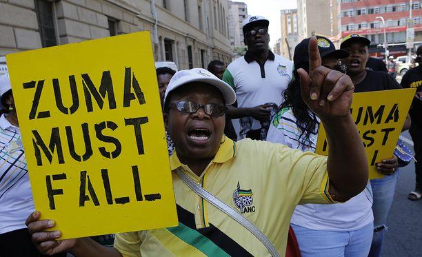 Zuman eroa on vaadittu Etelä-Afrikassa jo kauan.
