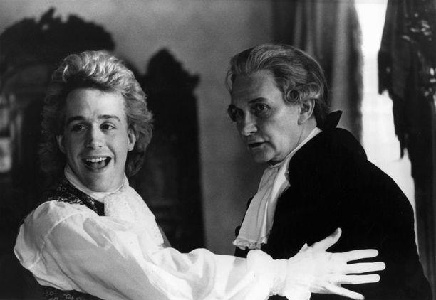 Vuonna 1984 ilmestyneessä Amadeus -elokuvassa Roy Dotrice näytteli Mozartin isää, Leopold Mozartia.