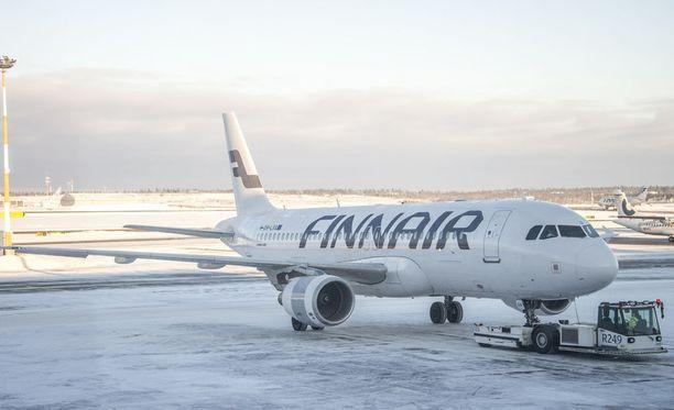 Lakko sekoittaa lentoliikennettä perjantaina - katso tästä kaikki Finnairin perumat lennot