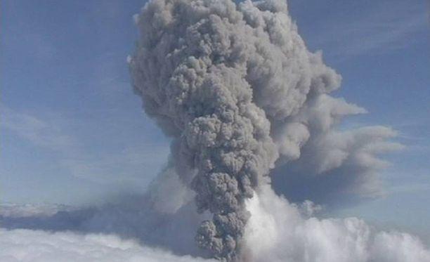 Tulivuori Eyfjafjallajökullin purkauksen aiheuttama tuhkapilvi pysäytti Euroopan lentoliikenteen kuudeksi päiväksi vuonna 2010.