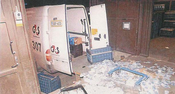 Ryöstäjät iskivät rahakuljetukseen Suomen Pankin Turun konttorin pihalla helmikuussa 2007. Saaliiksi saatu 1,5 miljoonaa euroa on edelleen kateissa.