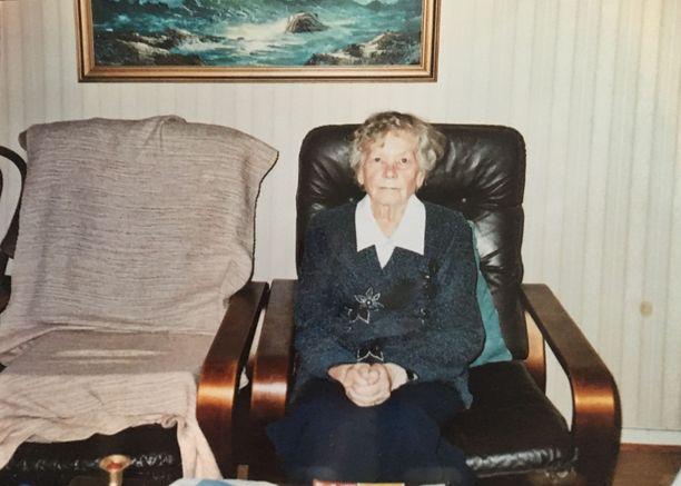 – Olen tosi surullinen mummin puolesta. Hän ei ikinä suuttunut  mistään, vaikka jotain moitittavaa olisi ollut. Hän oli kiltti ja vaatimaton, Katja Sundholm suree isoäitinsä Hilkan kuolemaa ja siihen johtaneita tapahtumia.