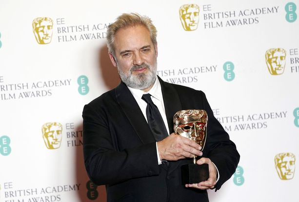 Brittiläinen ohjaaja Sam Mendes palkittiin sunnuntaina kahdesti Bafta-palkinnolla Lontoon Royal Albert Hallissa.