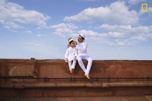 Kunniamaininta ihmiset-sarjassa: Bridging Generation / Jobit George / National Geographic Photographer of the Year / New Delhi, Intia