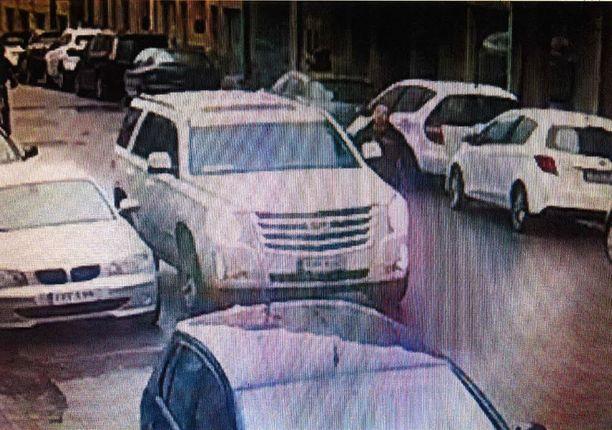 Jos tunnistat tämän Cadillac Escalade -katumaasturiun kuljettajan, ilmoitathan siitä viipymättä poliisille. Maasturi on nähty Helsingin Punavuoressa iltapäivällä 6. marraskuuta.