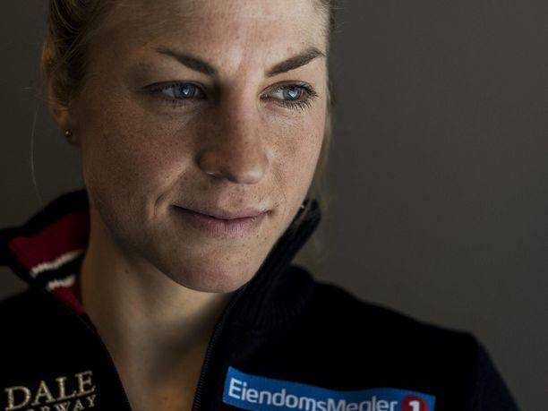 Astrid Uhrenholdt Jacobsen on olympiavoittaja ja kolminkertainen maailmanmestari. 32-vuotiaan norjalaisen kaikkiaan 11 arvokisamitalista (4–2–5) neljä (1–1–2) on tullut henkilökohtaisilta matkoilta.