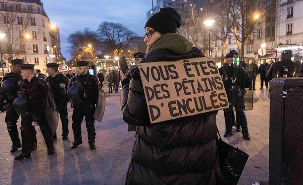 Pariisissa on osoitettu useita päiviä mieltä poliisin väkivaltaa vastaan.