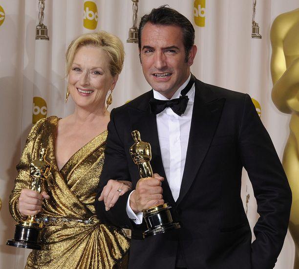 Pääosan esittäjien Oscarit menivät Meryl Streepille elokuvasta Rautarouva ja Jean Dujardinille elokuvasta The Artist.