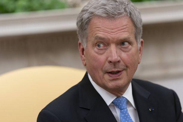 Presidentti Sauli Niinistö joutui nöyrtymään umpiopakatun työkalun edessä. Kuvituskuva.