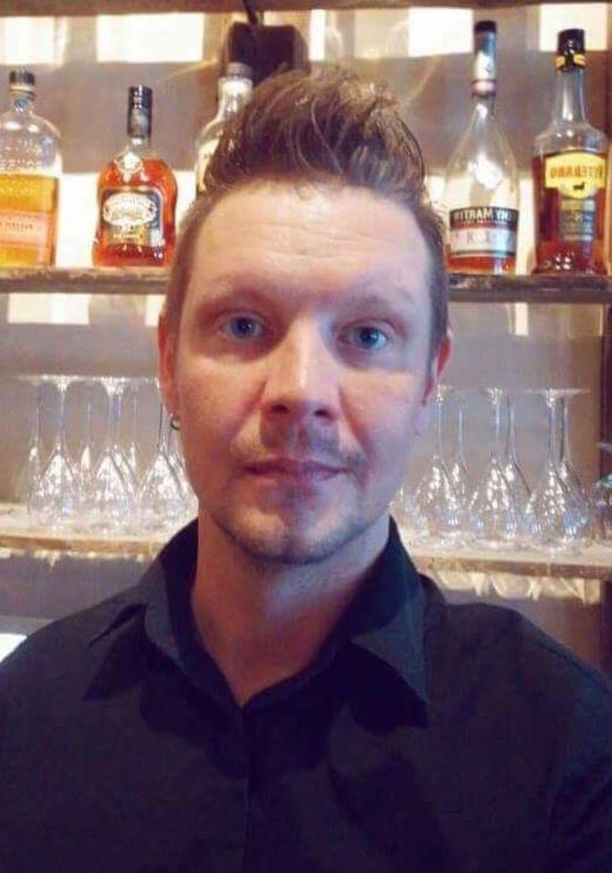 Christian Forss nauttii nykyisin baarimikon töistä.