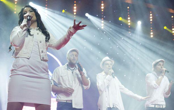 Lavalla nähtiin muun muassa Idols-tähdet Hanna Pakarinen ja Koop Arponen.