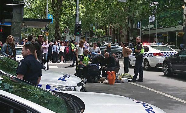 Ainakin kolme ihmistä kuoli perjantaina iltapäivällä paikallista aikaa joukkoyliajossa Australian Melbournessa.
