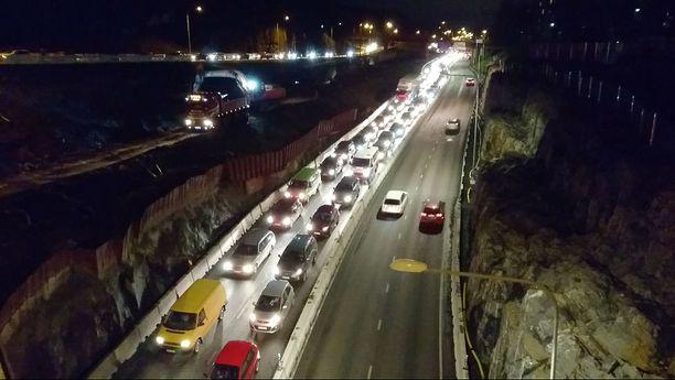 Liikenneturvan laskelmien mukaan eniten onnettomuuksia sattuu kello 15.00-16.59. Siihen nähden pysyvä kesäaika olisi parempi vaihtoehto.