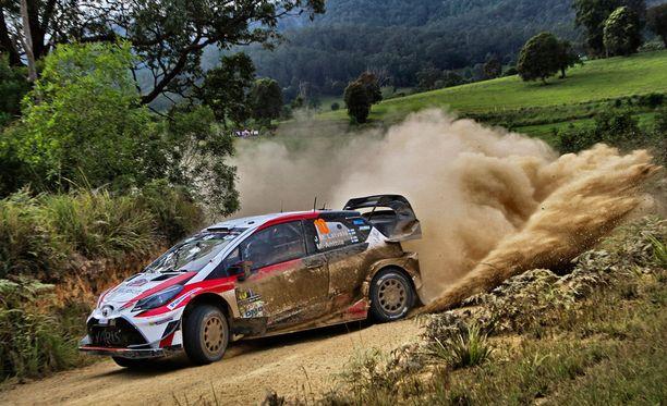 Jari-Matti Latvalan WRC-kausi 2017 päättyi puuhun.