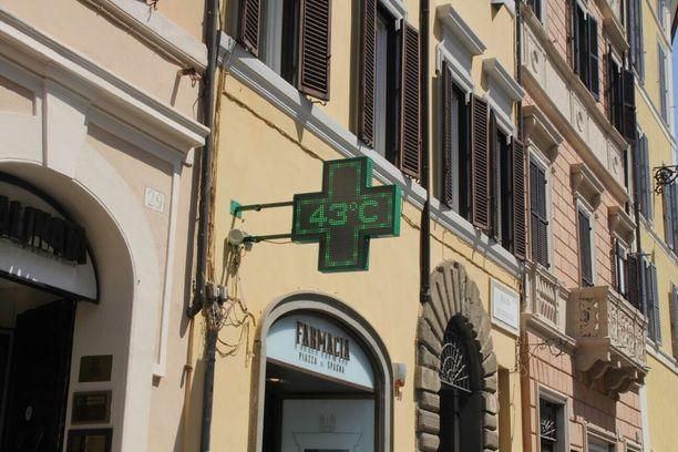 Roomassa lämpömittari näytti tiistaina +43 astetta.