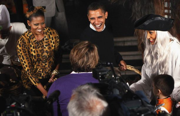 Michelle oli pukeutunut erikoiseen eläinkuosiin, jonka kruunasi kissankorvilta näyttävä kampaus.