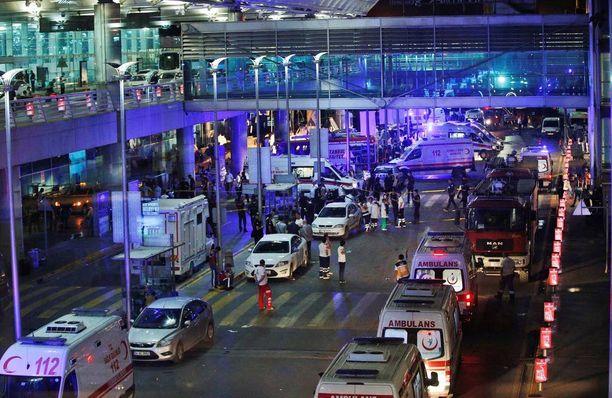Tuhoisat terrori-iskut ravistelivat Ataturkin lentokenttää tiistaina.