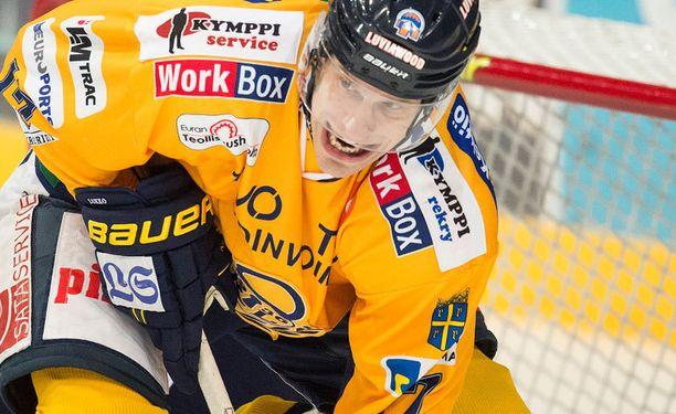 Henrik Haapalan taklaus päätti Ville Niemisen ottelun ensimmäisessä erässä.