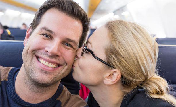 Sosiaalisessa mediassa toivotaan lennolla tutustuneen kaksikon alkavan seurustella.